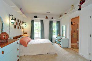 29 bedroom 2 300x199 - 20 Thủ Thuật Tiết Kiệm Không Gian Cho Nhà Diện Tích nhỏ