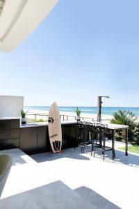 015 residence broadbeach donna guyler design 200x300 - BIỆT THỰ NHÌN RA BIỂN ĐẸP NHƯ MƠ